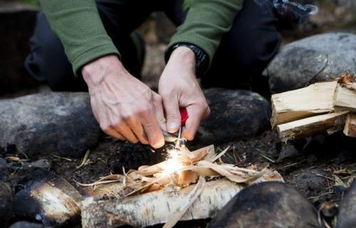 Информация о том, как с помощью подручных средств добыть огонь. Как разжечь огонь при помощи подручных средств в закладки 2