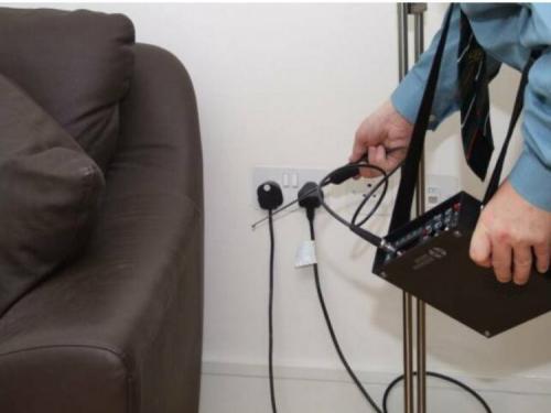 Жучки для прослушки в квартире. Как обнаружить прослушку на телефоне и в комнате