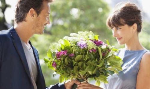 Как правильно дарить цветы по этикету. Как правильно дарить и правильно принимать цветы — несколько простых советов