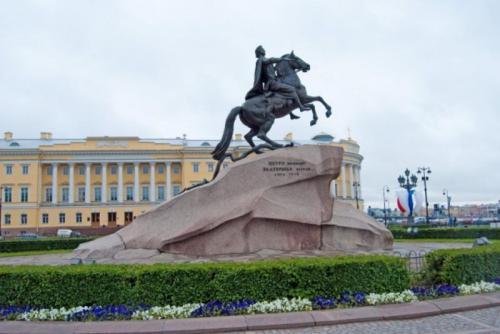 Памятник медный всадник интересные факты. Интересные факты о Медном всаднике