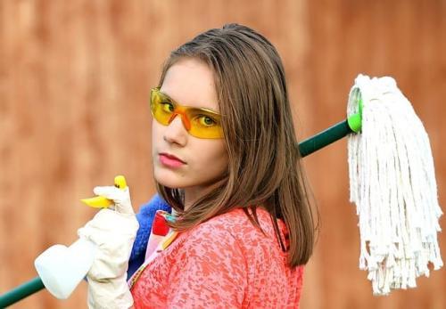 Можно ли на ночь мыть полы. Почему приметами не рекомендуется мыть полы вечером в доме?