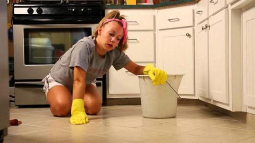 Почему нельзя подметать и мыть полы на ночь. Почему нельзя мыть и мести пол вечером