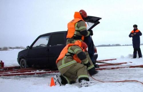 Толщина льда, чтобы выдержать машину. • Лед, какой толщины выдерживает автомобиль?