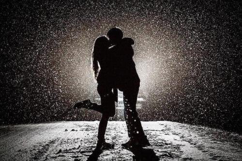 Любовь влияет на мозг так же, Как и доза кокаина, вызывая аналогичное чувство эйфории.