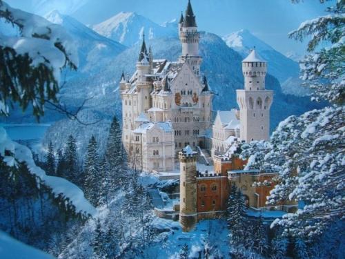 Интересные факты о замке Нойшванштайн. Самый прекрасный замок мира Нойшванштайн возвышается на фоне головокружительных альпийских пейзажей в Баварии.