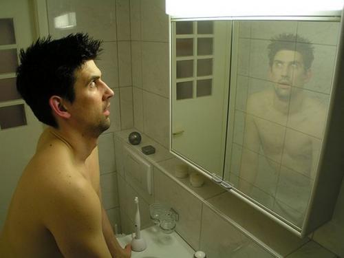 """Незнакомец в зеркале. Психологический феномен """"Незнакомец в Зеркале""""."""