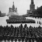 В главном параде в честь дня победы 24 июня 1945 года участвовало десять тысяч солдат и офицеров армий и фронтов.