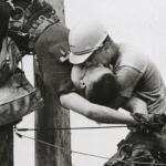 """""""Поцелуй Жизни"""": история фотографии, которая никого не оставит равнодушным."""