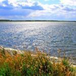 Озеро Вад - уникальный карстовый водоём с подземными источниками, Россия.