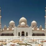 Мечеть шейха Зайда - одна из шести самых больших мечетей в мире.
