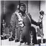 """Первой темнокожей актрисой, получившей """"Оскар"""", стала хэтти макдэниел (и вообще самая первая из темнокожих артистов."""