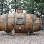 Первую в России подводную лодку построил Ефим Никонов в 1721 году.