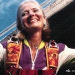 В 1999 году парашютистка Джоан Мюррей упала с нераскрывшимся парашютом с высоты 4400 метров и выжила.