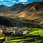В течение многих столетий тибет, окаймлённый каменным могуществом Гималаев, не перестаёт будоражить воображение Запада.
