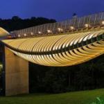 В 2008 году в Сингапуре появилось удивительное сооружение, внешне напоминающее гигантскую желтую змею, причудливо изогнувшую свое тело.