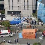 В Японии в городе кавасаки мужчина с двумя ножами напал на группу школьников: