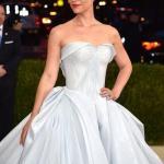 """Фантастическое платье Клэр дэйнс на """"Met Gala 2016"""", поразившее всех гостей, как только погас свет."""