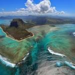 Маврикий - островное государство в индийском океане, лежащее в 2000 км от юго-восточного побережья африканского континента.