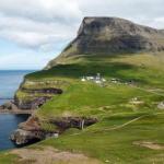 Небольшая деревушка гасадалур на острове вагар, фарерские острова, атлантический океан.