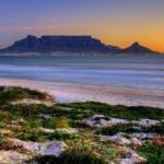 Столовая гора с видом на город Кейптаун является одной из самых узнаваемых достопримечательностей южной Африки.