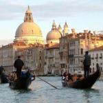 Венеция, Италия. Гондол в Венеции всегда ровно 425, не больше и не меньше.