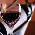 Учёные: бокал красного вина приравнивается к часу занятий спортом.