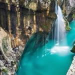 Соча в Словении или изонцо в Италии - невероятно красивая река, берущая свое начало глубоко в долине, окруженной живописными словенскими Альпами.