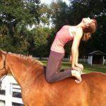 Йога верхом: что получается, когда соединяется страсть к йоге и лошадям.
