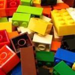 """Блоки конструктора """"Лего"""" делаются из очень прочного пластика - акрилонитрилбутадиенстирола."""
