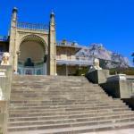 Воронцовский дворец в Алупке - роскошное творение архитектуры XIX столетия, сохранившееся до наших дней.