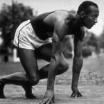 До 1887 г. все бегуны стояли на старте в полный рост, ожидая команды начать бег.