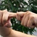 Хруст пальцев никак не вредит костям и не вызывает артрита.