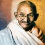 Когда Ганди явился на встречу с королем Англии в набедренной повязке, его спросили, не чувствует ли он себя раздетым.