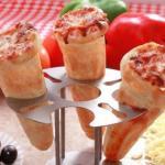 Существует пицца - конус, внешне напоминающая рожок с мороженым, которую удобно поглощать на ходу.