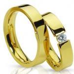 Традиция носить обручальные кольца на безымянном пальце пришла к нам от древних египтян, у которых её переняли греки и римляне.