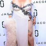 Американский модельер Марк джейкобс зрителей во время своего показа шокировал.