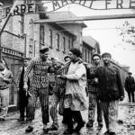 Освобождение советскими солдатами уцелевших узников концлагеря освенцим (аушвиц.