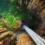 Анхель - самый высокий в мире водопад, общая высота 979 метров, высота непрерывного падения 807 метров.