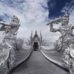 Необычный белый храм в Таиланде.